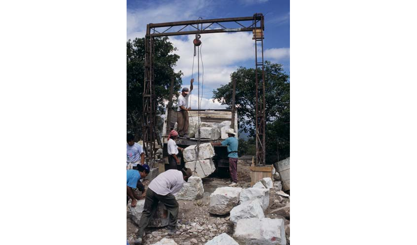 Open Chapel of Teposcolula - lifting stone at the quarry