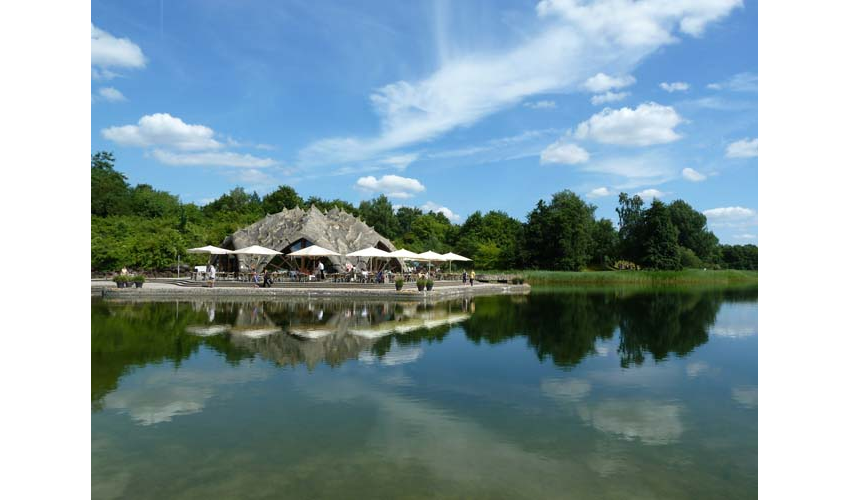 Café am See (Cafe on the Lake), Britzer Garten, Neukölln is the site where the 1985 Federal Horticultural Show took place.