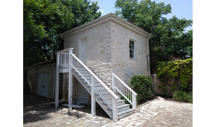 Exterior shot of the slave quarters building at the Neill-Cochran House Museum