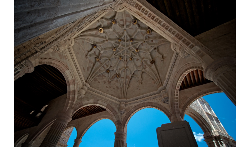 The open chapel at Teposcolula, built in the second half of the sixteenth century, is the outcome of a unique combination between monumentality and experimentation.