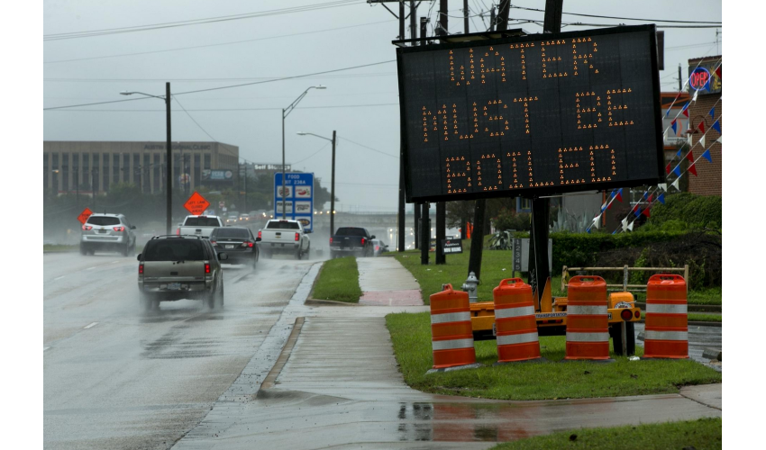 Sign about the water boil advisory, Austin, Texas